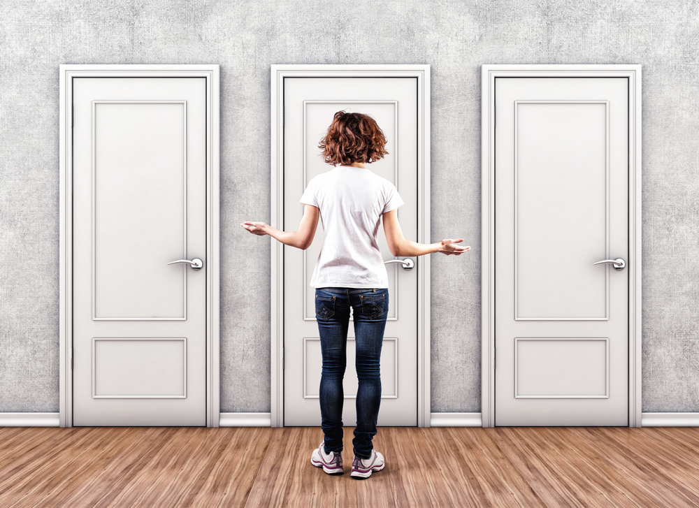 woman-choosing-doors